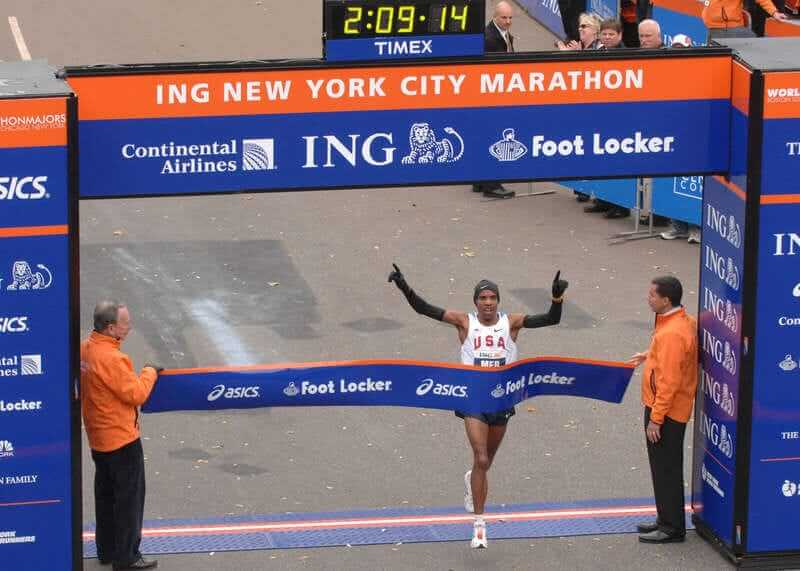 An Afroamerican man finishes at NYC Marathon